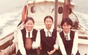 写真中央が学生時代の江上さん