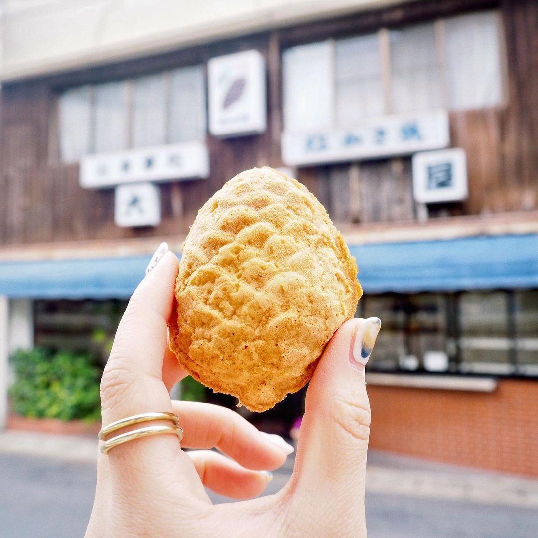 歴史あるお食事処「大黒屋」のホッと癒しの和菓子「松かさ焼き」-0