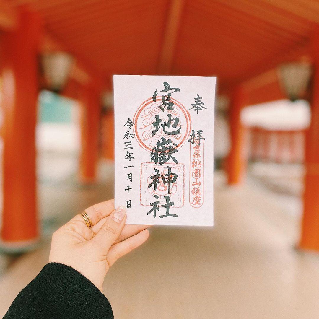 鮮やかな朱色の本殿が美しい!「宮地嶽神社」でおみくじを-0