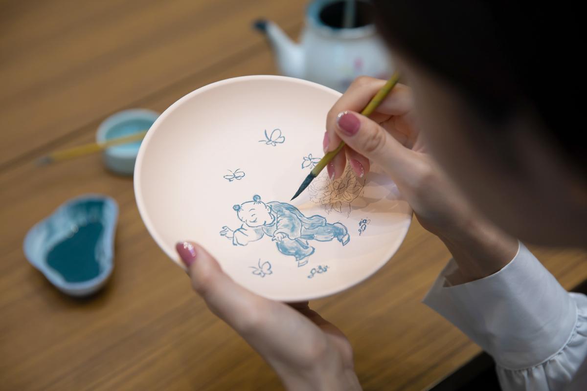 400年の歴史を誇る三川内焼 伝統の絵付け体験に挑戦!-2