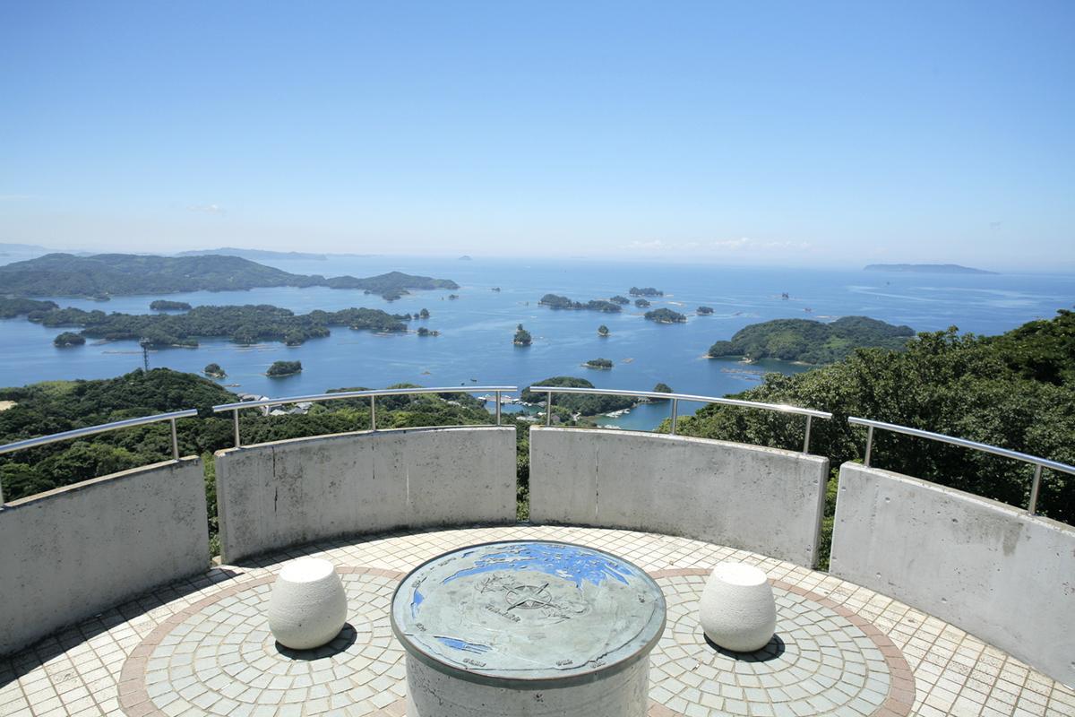 展望台から「九十九島」の絶景を望む-0