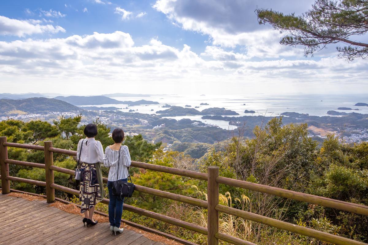 展望台から「九十九島」の絶景を望む-4