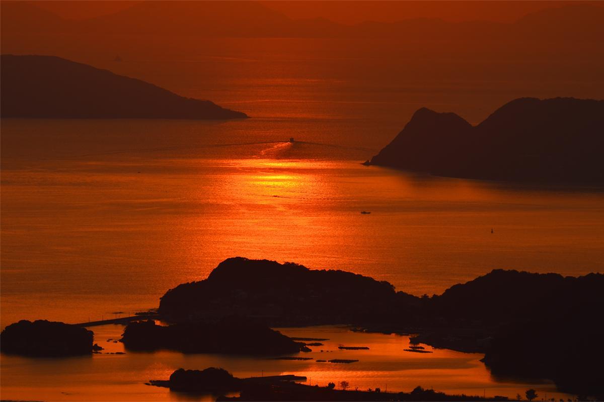展望台から「九十九島」の絶景を望む-2
