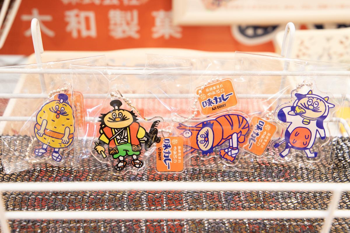 佐世保市民偏愛♡のローカルお菓子 「味カレー」のグッズがいい味出してる!-1