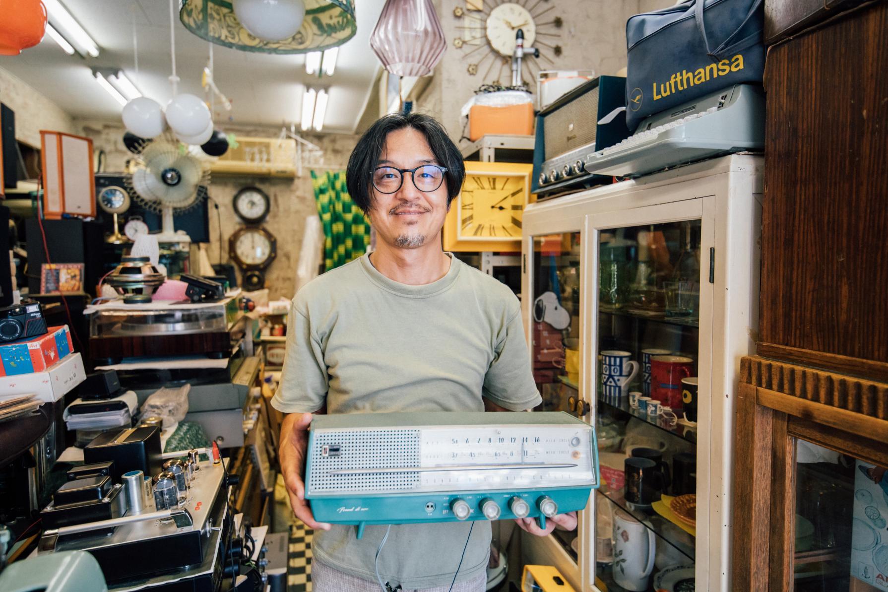 お宝探しに路地裏へ♡アンティーク家具の店「rooms+cafe(ルームスプラスカフェ)」-4
