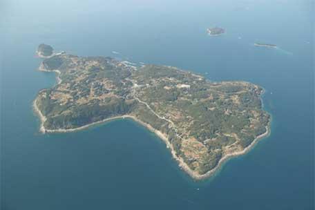 花群れる祈りの島、黒島「黒島の集落」-2