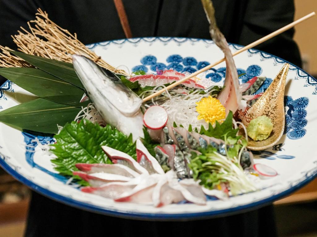 長崎ハーブ鯖の活造り 1匹 3,500円(税別)/半身 1,800円(税別)-1