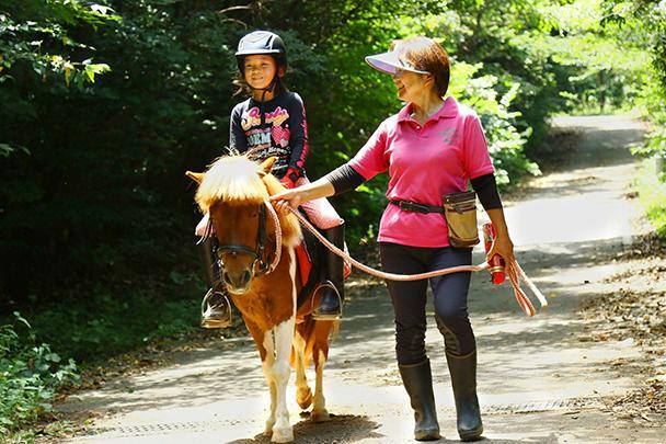 ポニーの引き馬体験外乗(林道までの往復)-1